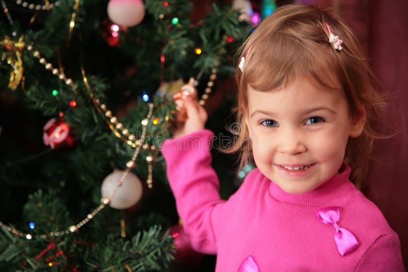 Abeto 2 de la muchacha y de la Navidad imagen de archivo libre de regalías