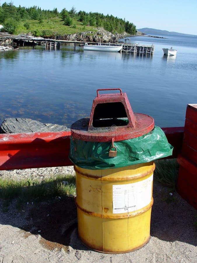 Abfall durch das Meer stockfoto