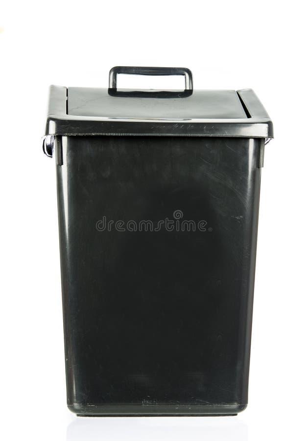 Abfall lokalisierter schmutziger alter schwarzer Behälter lokalisiert lizenzfreie stockfotografie