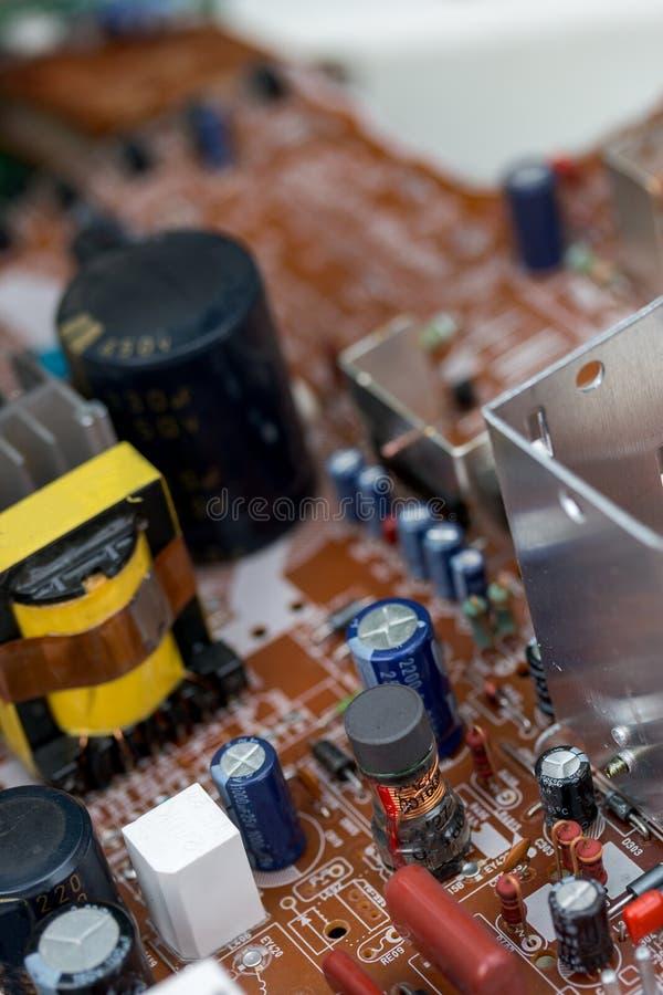 Abfall von Brettelektronik, Mikrokreisläufe, Kondensatoren stockfotografie
