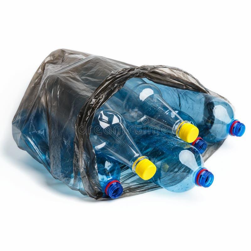 Abfalltasche voll von Flaschen lizenzfreie stockbilder