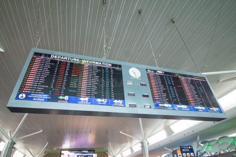 Abflugvorstand am Flughafen stockbild