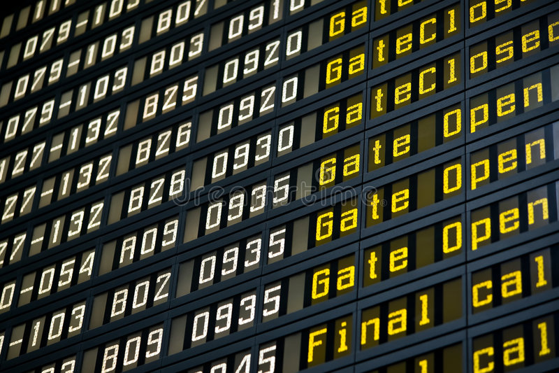 Abflugvorstand im Flughafen lizenzfreie stockfotos