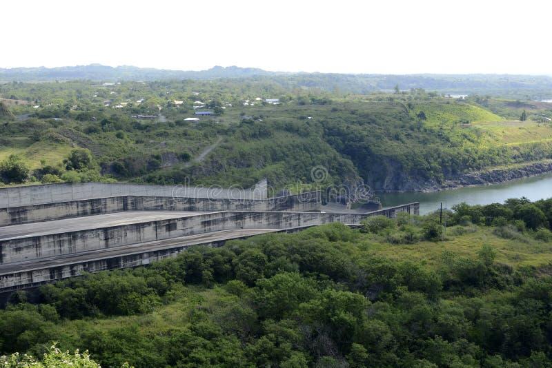 Abflusskanal hydro- elektrischer Verdammung Magat in Gebirgs-Ifugao stockfotos