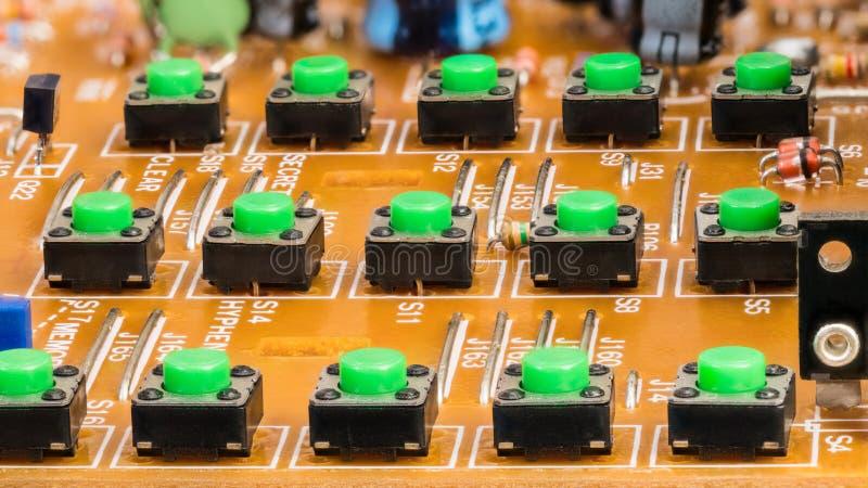 Abgebaute VoIP-Telefontastatur Knöpfe auf Leiterplatte lizenzfreie stockfotos