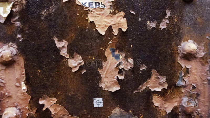Abgebrochene Farbe verrostete Metall stockfotos