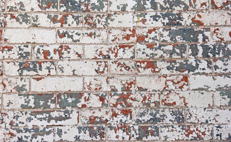 Abgebrochene rote weiße blaue Farbenbacksteinmauer stockfotografie