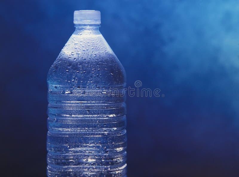 Abgefülltes Mineralwasser stockbild