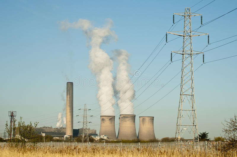 Abgefeuertes Kraftwerk die Fähre des Fiedlers Kohle lizenzfreie stockbilder