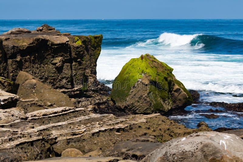 Abgefressene Sandstein-Felsformationen in La Jolla, Kalifornien stockfoto