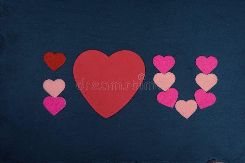 Abgekürzter Text ich liebe dich mit Herzform auf Tafel stockbild