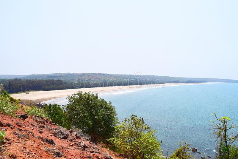 Abgelegen und Serene Bhandarpule Beach, Ganpatipule, Ratnagiri, Indien stockbilder