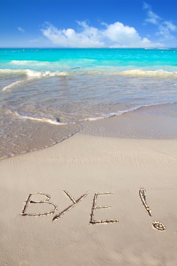 Abgelegener Bann geschrieben in Strandsand tropisches Karibisches Meer lizenzfreies stockbild