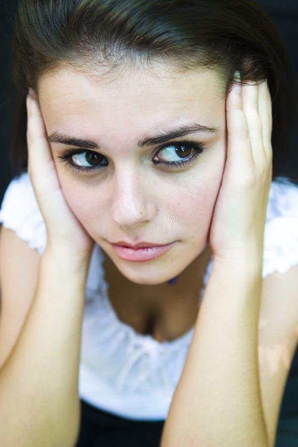 Abgelenkte junge Frau   lizenzfreies stockbild