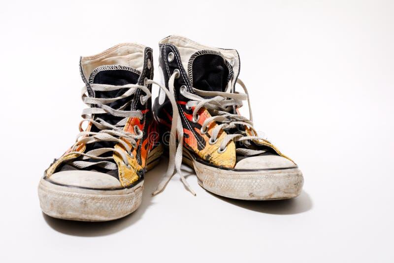 Abgenutzte gegenteilige All-Star- Schuhe lizenzfreies stockfoto