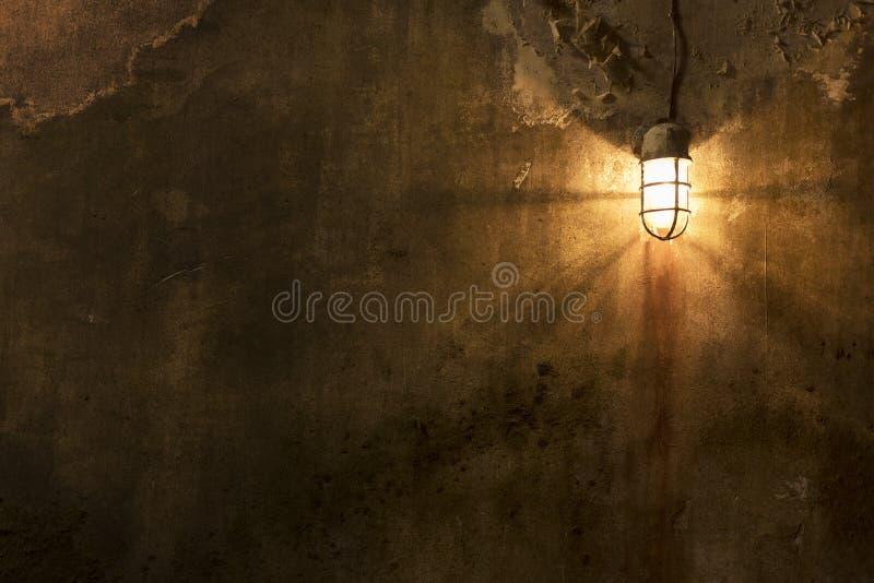 Abgenutzte Wand mit Licht lizenzfreie stockfotografie