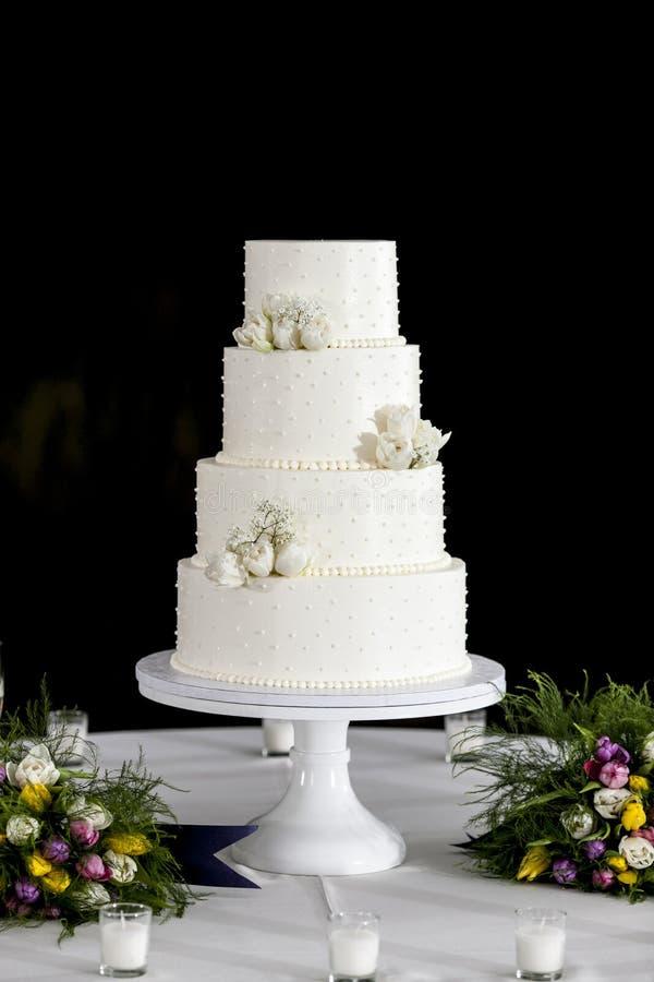 Abgestufte Hochzeitstorte vier stockfoto