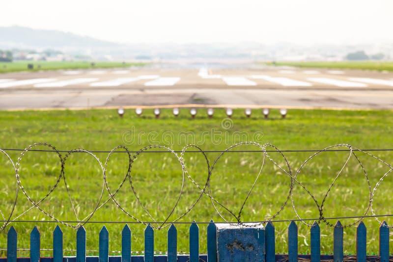 Abgrenzung eines Flughafen-Rollbahn-Bereichs lizenzfreie stockbilder