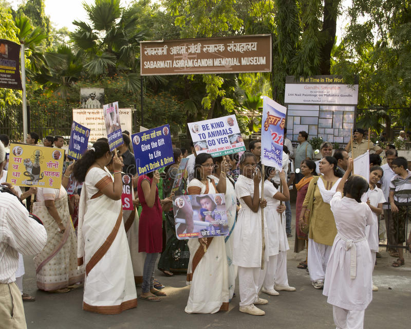 Download Museu Exterior De Gandhi Da Reunião Da Paz Fotografia Editorial - Imagem de sapatas, branco: 29834097