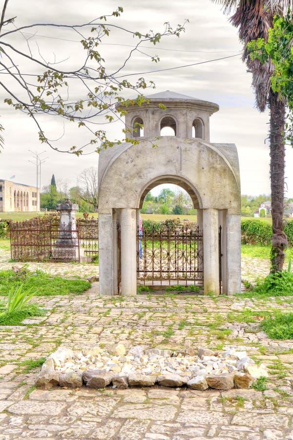 Abhazia En el templo adyacente del territorio de Dormition de la mayoría del H fotografía de archivo