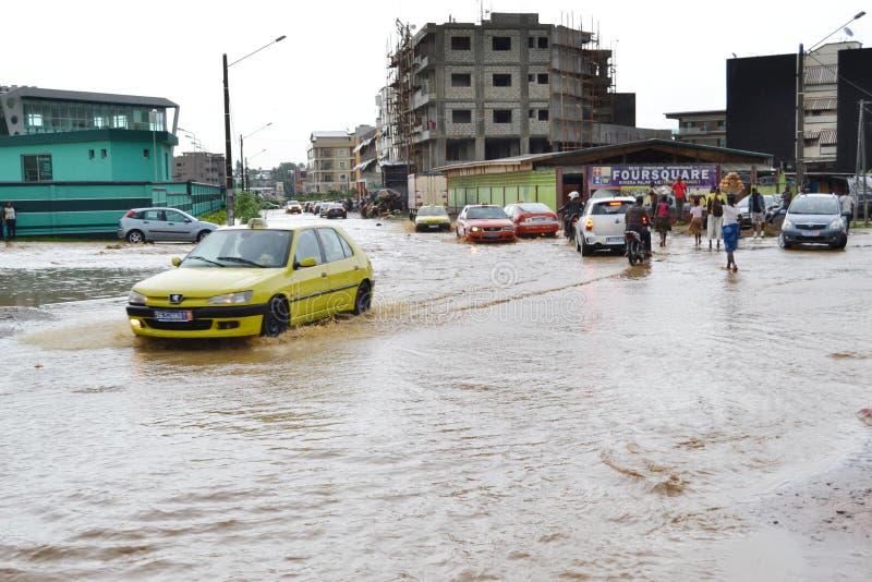 Abidjan zalewa, Przeciwawaryjny spotkanie wczoraj przy Cocody urzędem miasta/: Mayor ` s usilna prośba zdjęcie stock