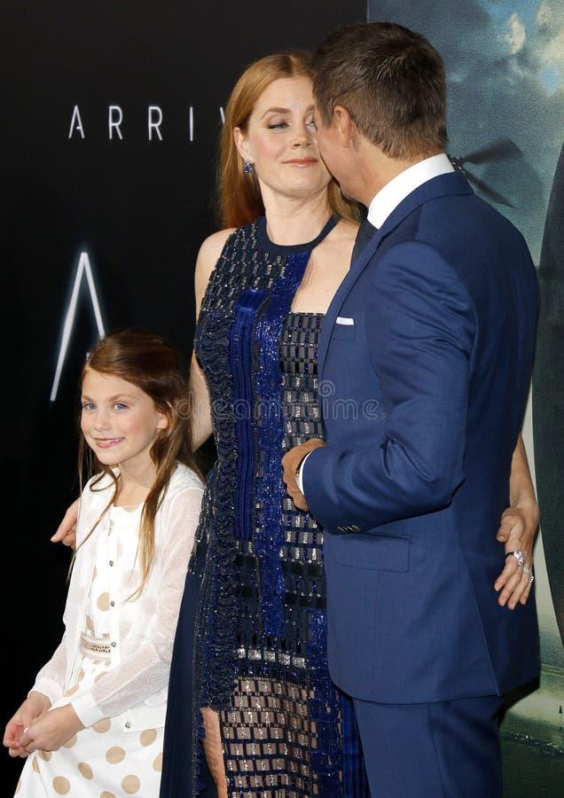 Abigail Pniowsky, Jeremy Renner och Amy Adams royaltyfria foton