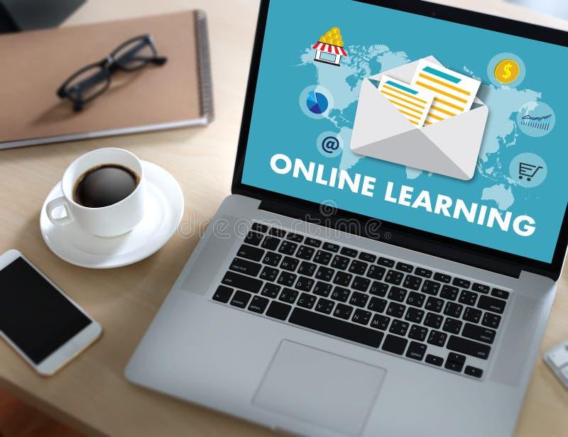 Abilità online di preparazione d'APPRENDIMENTO ONLINE T di tecnologia di connettività royalty illustrazione gratis