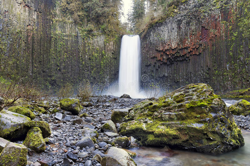 Abiqua cade nell'Oregon in primavera fotografia stock libera da diritti