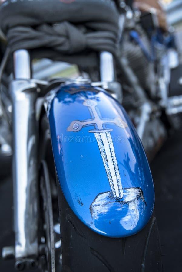 Abitudine della spada del lancelot di signore dipinta sul cuscino ammortizzatore del motociclo fotografia stock libera da diritti