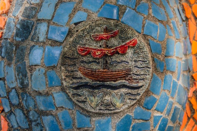 A Abkhásia, Gagra velho, o 2 de maio de 2017: Detalhes do mosaico do ` s de Tsereteli no parque de Oldenburg imagem de stock royalty free