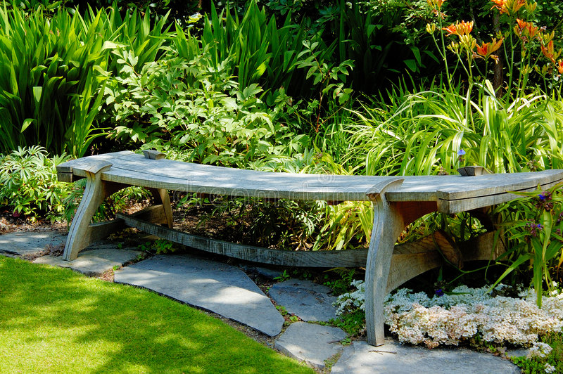 abkhazi长凳庭院 免版税库存图片