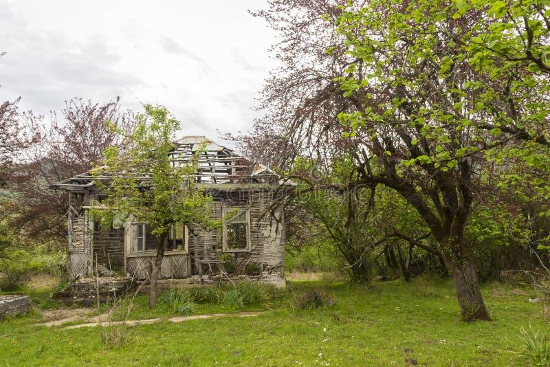 abkhazia förstörde huset royaltyfri bild