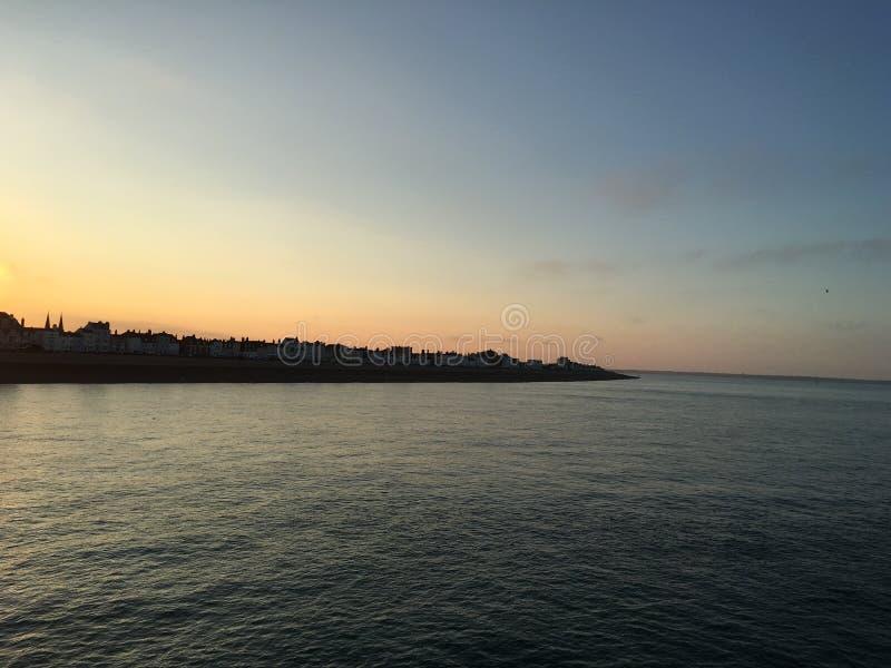 Abkommen bei Sonnenuntergang lizenzfreies stockfoto