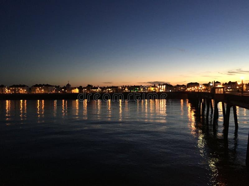 Abkommen-Pier bei Sonnenuntergang stockfotografie