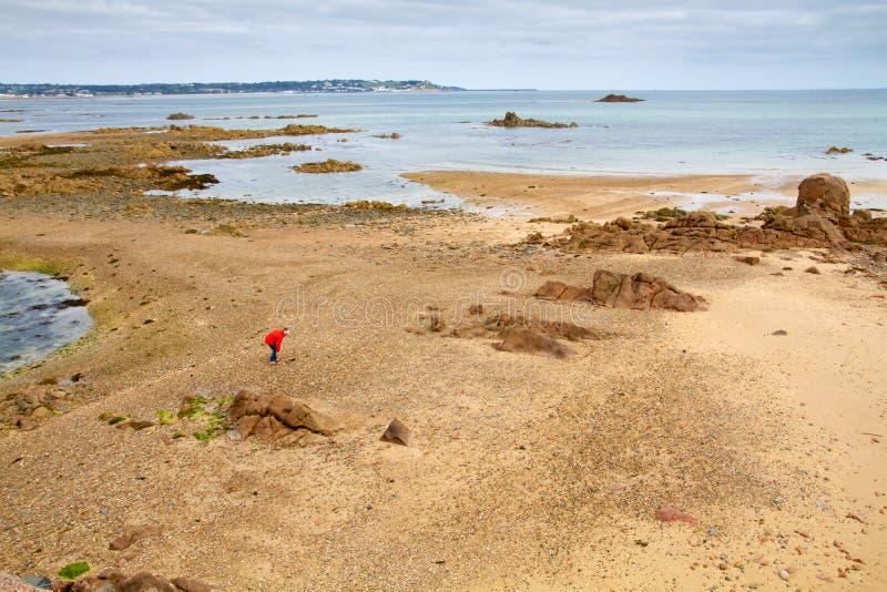 Ablandig das Jersey, Großbritannien, Küste bei Ebbe lizenzfreies stockbild