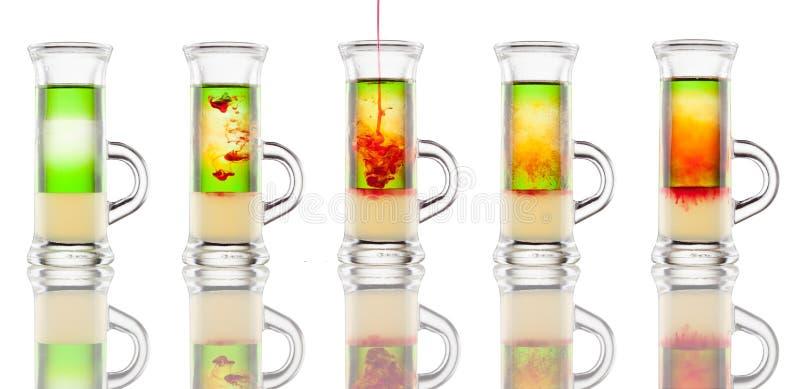 Ablegrujący alkohol strzelający odizolowywającym na bielu zdjęcie royalty free