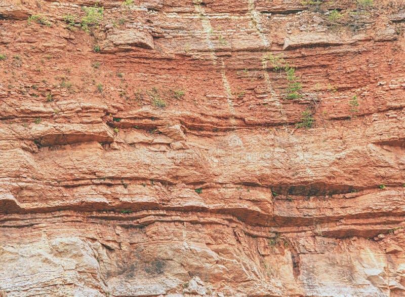 Ablegrujący wapno i feric linie w ściany powierzchni kopalnia obrazy stock