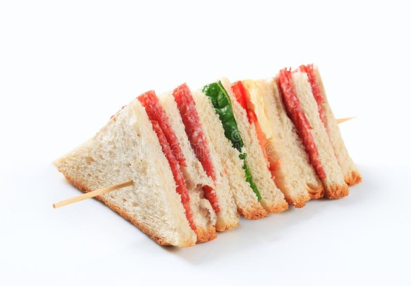 Download Ablegrująca salami kanapka zdjęcie stock. Obraz złożonej z płatowaty - 28957558