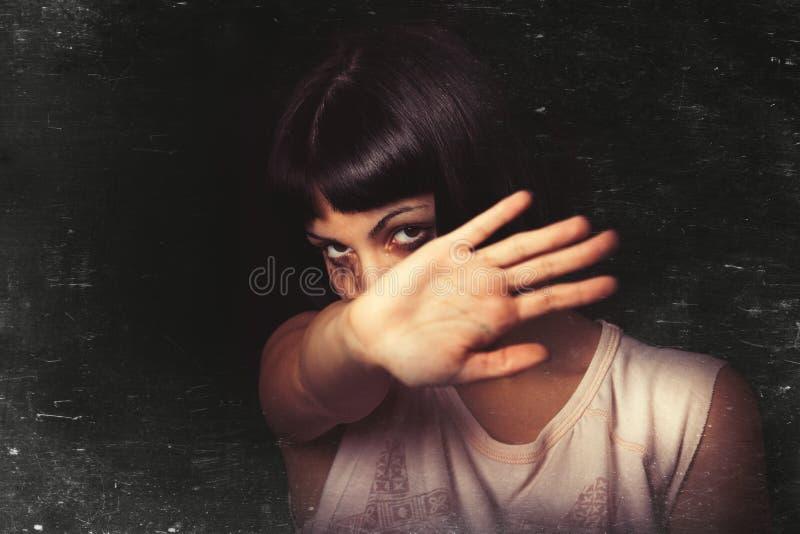 Ablehnend, stoppen Sie Gewalttätigkeit gegen Frauen stockfotografie