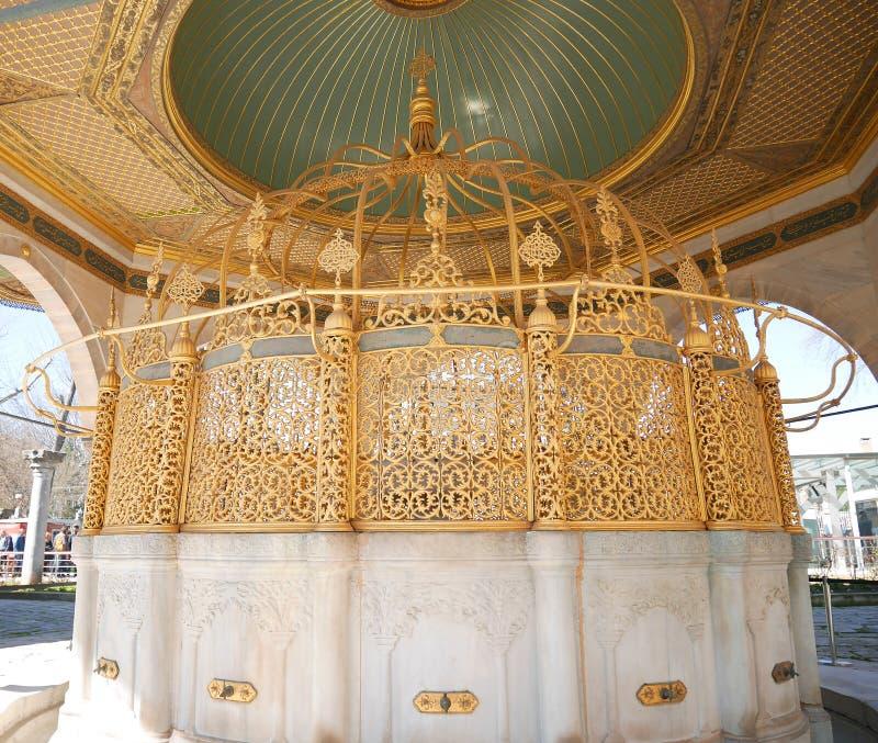 A ablução bate na mesquita azul Sultan Ahmed Mosque onde os adoradores lavam as mãos, a boca, as narinas, os braços, a cabeça e o fotos de stock