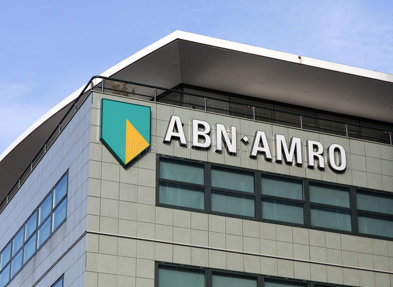 ABN AMRO em uma fachada em Amsterdão foto de stock