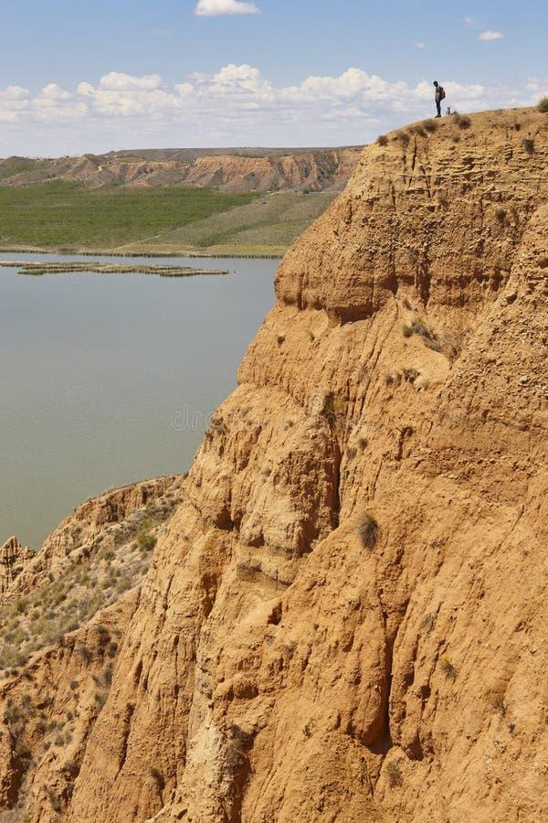 Abnutzungssinkkasten und -flu? des roten Lehms Abgefressene Landschaft spanien lizenzfreies stockfoto