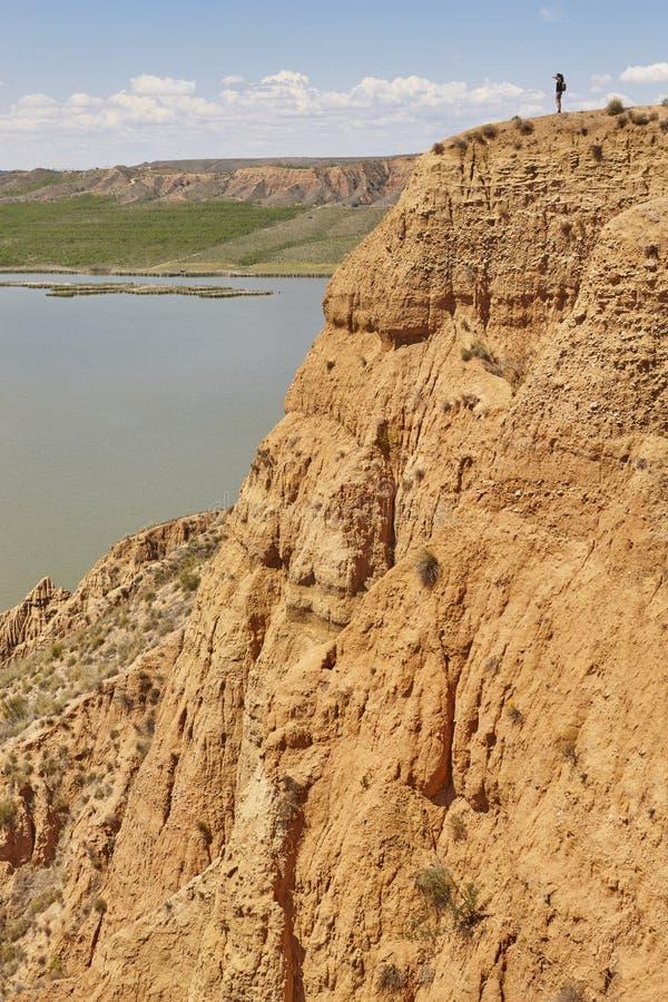 Abnutzungssinkkasten und -flu? des roten Lehms Abgefressene Landschaft spanien lizenzfreie stockfotos