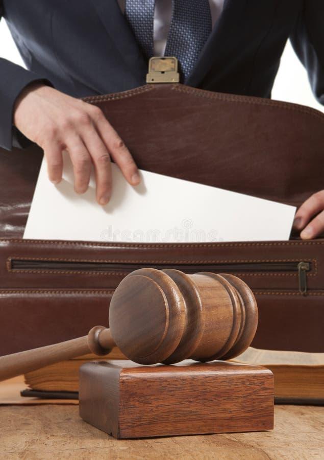 Abogado caucásico ante el tribunal fotografía de archivo libre de regalías