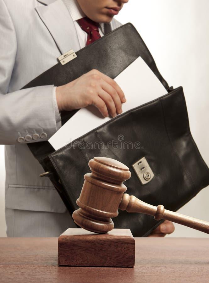 Abogado caucásico ante el tribunal foto de archivo libre de regalías