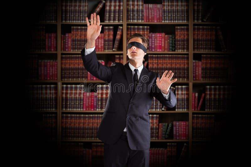 Abogado con los ojos vendados Gesturing In Office foto de archivo
