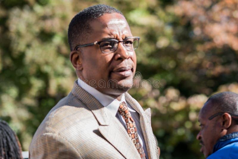 Abogado de Malik Zulu Shabazz para Corey Long Arrest en el tribunal de distrito de Charlottesville imágenes de archivo libres de regalías