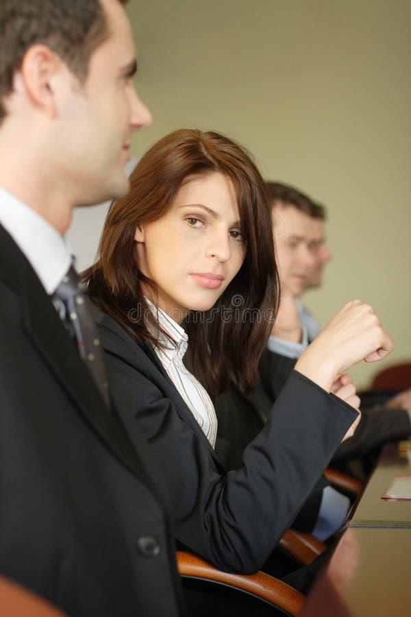 Abogado de sexo femenino en conferencia imagen de archivo libre de regalías