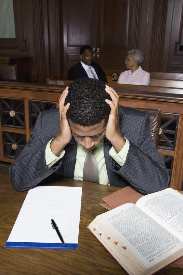 Abogado deprimido Sitting In Court imagenes de archivo