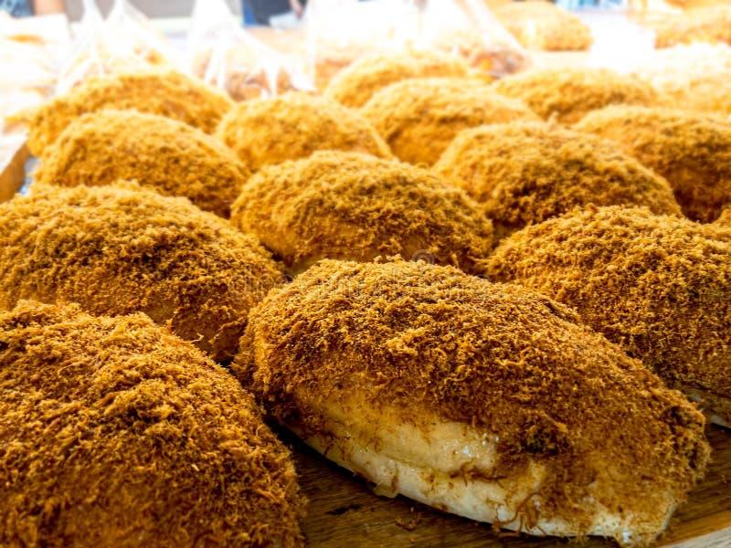 Abon- oder Fleischfleck Sweet Brot auf der Tafelspitze Anzeige im Brot-Store im Kulinarium lizenzfreie stockfotos